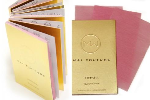 Bạn có thể dùng nhiều tờ giấy trang điểm với các sắc độ khác nhau để tạo ra màu sắc ưng ý nhất.