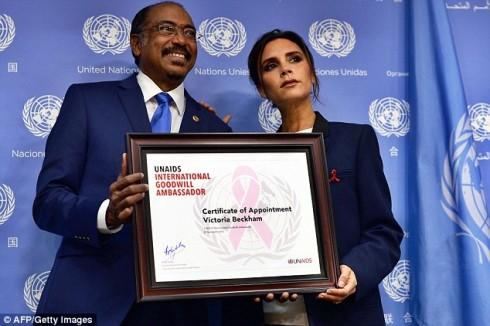 """Ông Michel Sidibe, Giám đốc điều hành UNAIDS của LHQ chia sẻ: """"Chúng tôi đang hi vọng đến ngày mà không còn ai bị nhiễm bệnh HIV/AIDS. Tôi biết với sự góp sức tích cực của Victoria, chương trình UNAIDS sẽ đạt được mục tiêu của mình""""."""