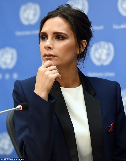 Để tham gia sự kiện của Liên Hợp Quốc, Victoria sẵn sàng bỏ lỡ buổi khai trương cửa hàng đầu tiên của cô ở Mayfair, London, Anh