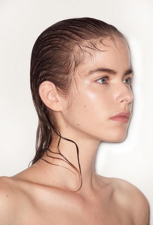 Maison Martin Margiela với phong cách tóc ướt