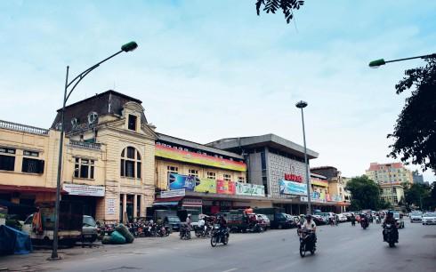 Ga Hà Nội - trước đây có tên là ga Hàng Cỏ do Pháp xây dựng và khánh thành năm 1902. Hơn một thế kỷ qua, ga Hà Nội luôn là một đầu mối giao thông vận tải quan trọng của nước Việt Nam ta nói chung, của Thủ đô Hà Nội nói riêng.