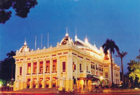 """Ngày nay, Nhà hát Lớn là một trong những địa điểm biểu diễn quan trọng bậc nhất ở Hà Nội, được những người làm nghệ thuật coi như một """"ngôi đền"""" dành cho nghệ thuật cổ điển. Nhà hát Lớn là nơi khai sinh và tôn vinh kịch nghệ cùng sân khấu Việt Nam, cũng như các loại hình nghệ thuật giao hưởng, hợp xướng, nhạc kịch, vũ kịch. Tại đây, thường xuyên diễn ra các hoạt động văn hóa, biểu diễn nghệ thuật."""