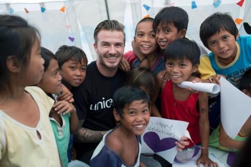 Trong chuyến đi đến Philippines vào tháng 2 năm nay, anh đã chơi bóng đá với trẻ em giữa sân trường đã bị tàn phá vì bão, tham gia vào các lớp học và giúp phân phát những cuốn sách bài tập....