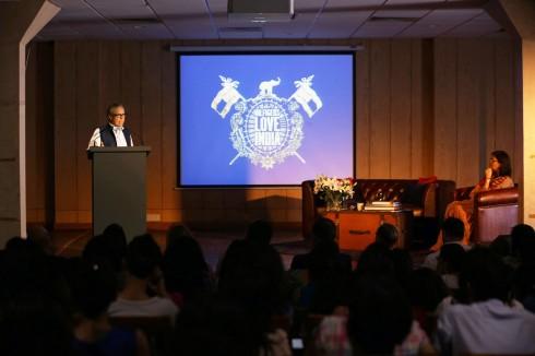 Nhà thiết kế Tommy Hilfiger đã truyền cảm hứng cho buổi nói chuyện với sinh viên của viện Institute of Fashion Technology (NIFT) tại New Delhi.
