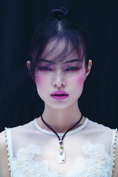 Ling Liu đã xuất hiện trên các tạp chí danh tiếng nhất: ELLE Ý, Vogue Ý, Vogue Trung Quốc, Harper's BAZAAR Trung Quốc, Asian Fusion Magazine và lookbook của Dolce&Gabbana.