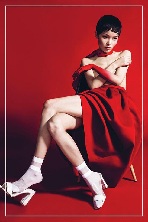 <strong>Làm sao để luôn xinh đẹp? </strong><br> Uống nhiều nước, tập thể dục, tôi rất thích kungfu võ thuật của Trung Quốc. Sau những lần phải trang điểm, bạn hãy nhớ luôn tẩy trang kỹ, rửa mặt sạch và dưỡng ẩm.