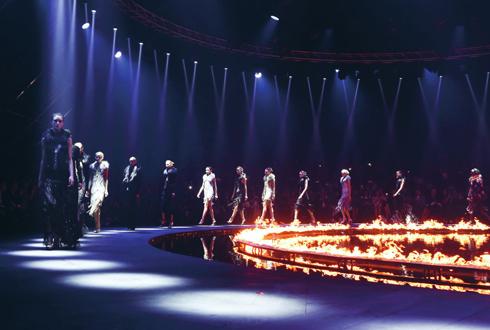 Sân khấu rực lửa của Roberto Cavalli