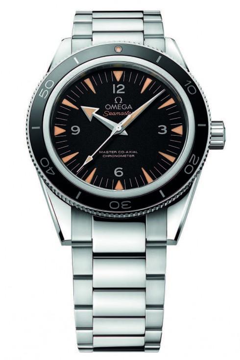 Được chế tác bằng lớp ceramic đen bóng cùng dây đeo bằng thép không gỉ, OMEGA SEAMASTER 300 MASTER CO-AXIAL đem đến sự thanh lịch cổ điển. Tuyệt vời hơn nữa khi chiếc đồng hồ này có khả năng điều chỉnh dây đeo, múi giờ và chống lại được từ trường 15.000 gauss.