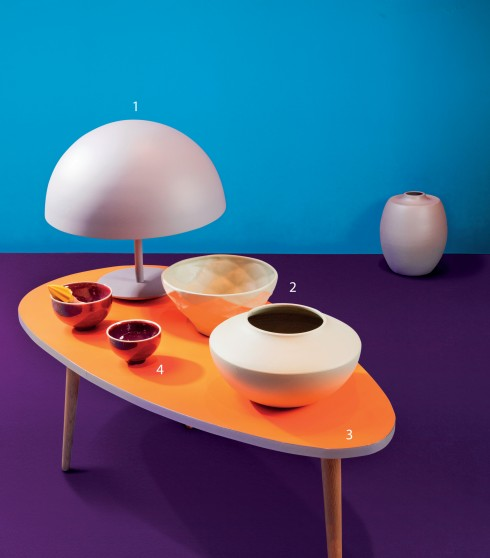 1.Đèn bàn POP 2.950.000đ/cái 2.Bình Sato 12A 430.000đ/cái, Bình Sato 12B. 350.000đ/cái (Bán tại COTO Lifestyle) 3.Bàn hình trứng cỡ trung laminate 3.350.000đ 4.Bát bằng sứ màu cobalt làm bằng tay cỡ lớn 900.000đ, cỡ nhỏ 450.000đ (Tất cả của Diabolo)