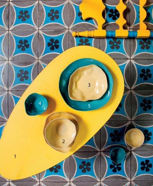 1.Bàn hình trứng cỡ nhỏ laminate 1.950.000đ Diabolo 2.Bát cơm màu vàng 170.000đ 3.Đĩa nhỏ màu vàng 130.000đ/chiếc 4.Bát màu vàng, xanh 100.000đ/chiếc 5.Đĩa lớn màu xanh 300.000đ (Tất cả của Amai)