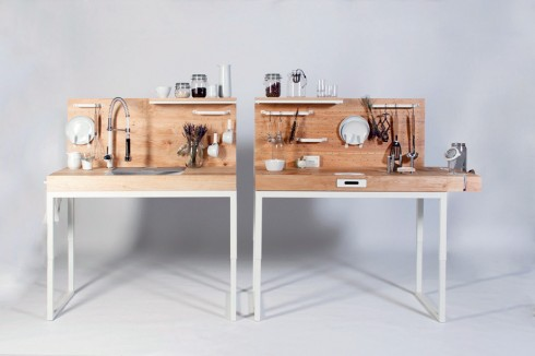 Căn bếp linh hoạt <br/>Chop Chop Kitchen là thiết kế thân thiện mới nhất của Dirk Biotto, hết sức phù hợp với các căn hộ nhỏ hoặc người sống độc thân. Mẫu thiết kế gồm hai nửa, một bên là bàn rửa bát một bên là bàn chế biến. Cả hai đều nhỏ gọn, khai thác khéo léo các móc treo, giá đặt đồ be bé. Vòi nước uốn cong có thể xoay giúp bạn dễ dàng sử dụng cho nhiều mục đích. Mặt gỗ được đánh bóng để tránh đọng nước và vết bẩn. Bên bàn chế biến thậm chí còn lắp đặt sẵn một mặt bào để giúp bạn tiện bào củ quả.