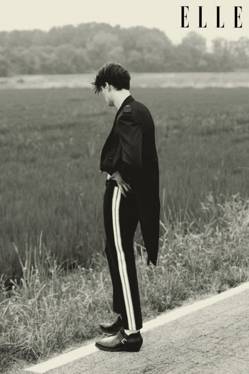 Áo khoác dài đuôi tôm Messagerie Quần Andrea Pompilio Bốt cổ ngắn Costume National