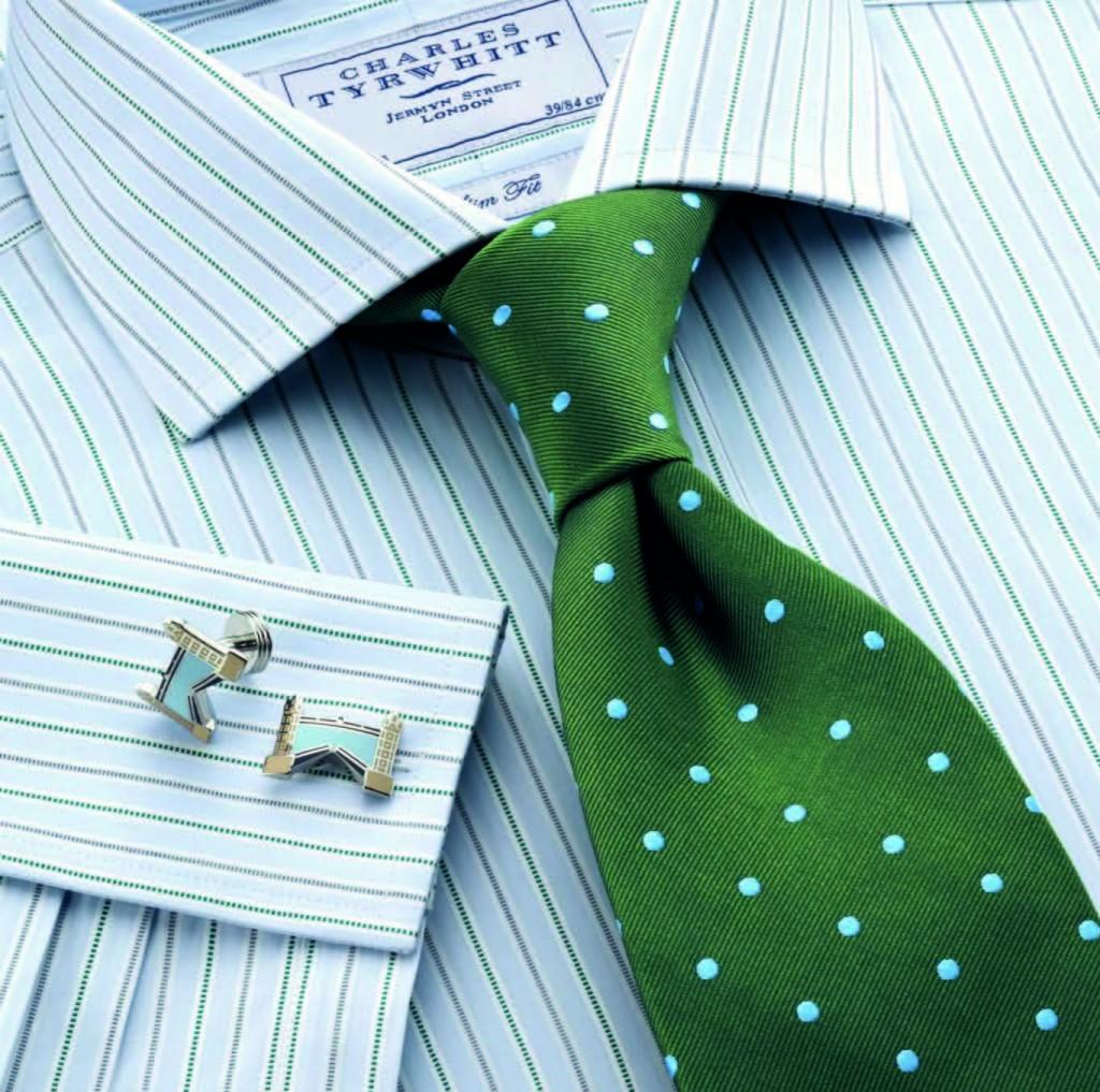 Sơmi kẻ sọc vừa (Bengal-striped) + Cà vạt cứng cáp tối màu, họa tiết nhỏ