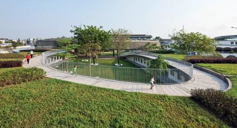 Phía trước công trình Farming Kindergarten, một nhà mẫu giáo xanh tại Đồng Nai