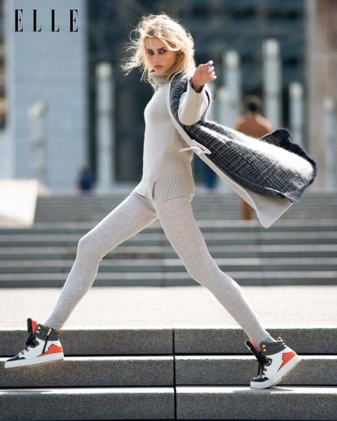 Áo khoác không tay bằng len Max Mara, Áo len cổ lọ len Vanessa Bruno, Quần leggings Jean Paul Gaultier