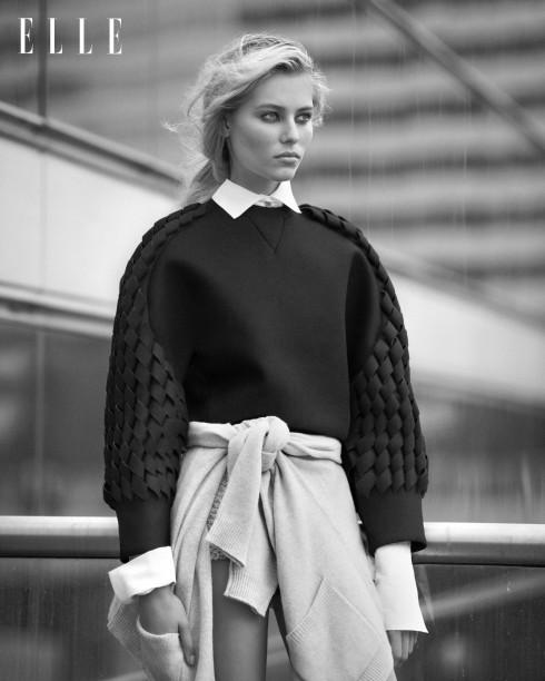 Áo sweater đan sợi nylon Balenciaga, Áo sơmi cotton Vivienne Westwood, Áo cardigan cashmere (buộc quanh hông) Merci, Quần shorts len Vivienne Westwood