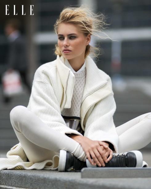 Áo khoác len dài Barbara Bui, Áo sweater len có khóa kéo Jean Paul Gaultier, Sơmi lụa Agnès B, Quần leggings len Iro