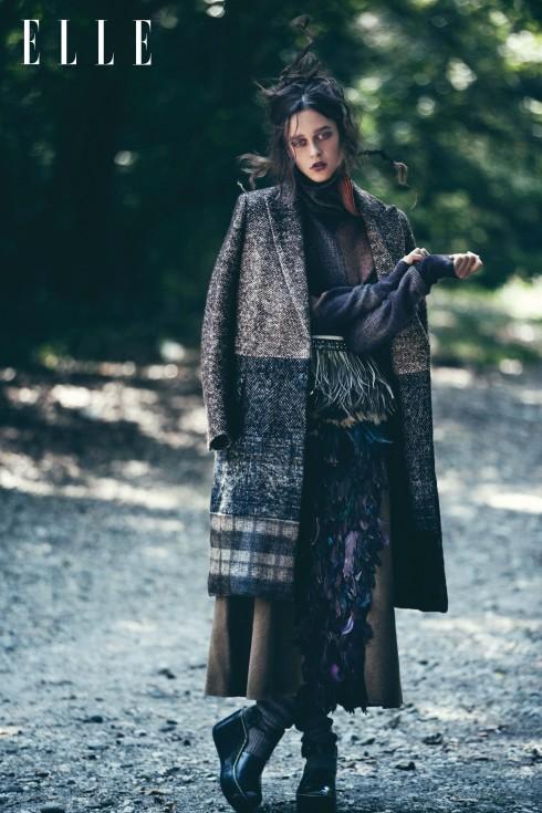 Áo khoác Max Mara, Áo sweater Missoni, Chân váy Marni, Tất Hermès, Giày Céline