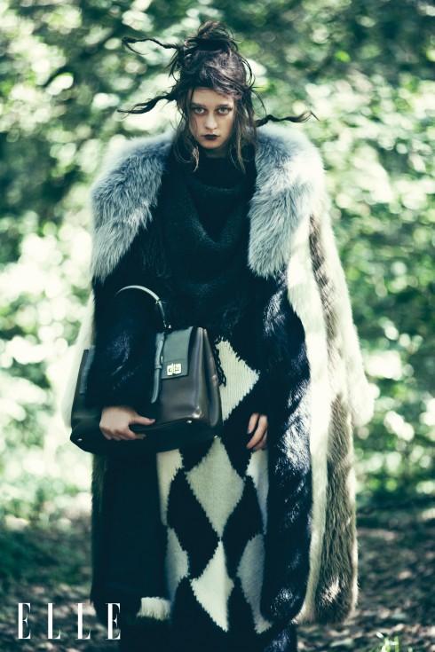Áo khoác dài bằng lông Marni, Đầm Ermano Scervino, Khăn choàng Zadig & Voltaire, Túi Prada