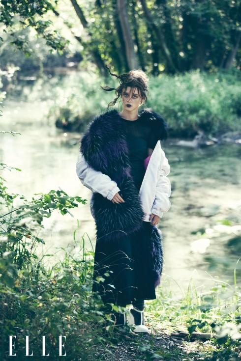 Đầm Fendi, Áo khoác Julian Zigerli, Khăn choàng lông Zadig & Voltaire, Tất Hermès, Giày đế xuồng Prada