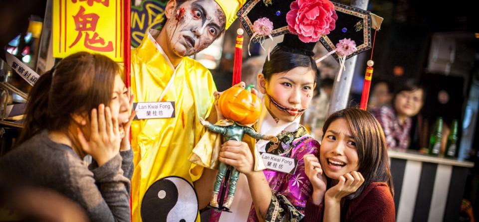 Dịp lễ Halloween, Lan Quế Phường lại càng thêm phần tưng bừng và đông vui do sự góp mặt của dân bản xứ lẫn khách thập phương đổ về.