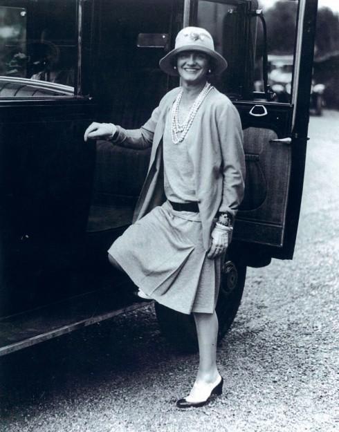 Coco Chanel và kiểu áo len nhẹ hiện đại