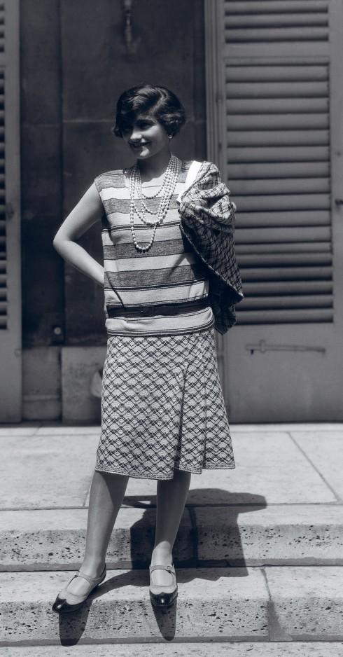 Chiếc váy và áo bằng vải len jersey của Chanel