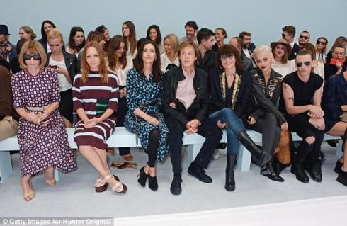 Những gương mặt đình đám tại hàng ghế đầu của show Hunter Original: Anna Wintour, Stella McCartney, Nancy Shevell, Sir Paul McCartney, Chrissie Hynde, Rita Ora và Jamie Campbell Bower.