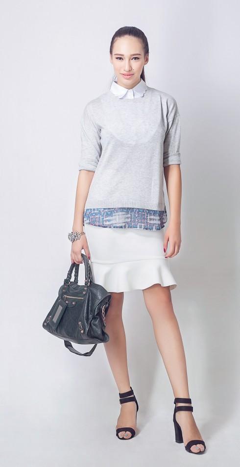 Áo Warehouse, Giày Zara, Chân váy Ezra by Zalora, Túi xách Balenciaga, Vòng tay của Stylist
