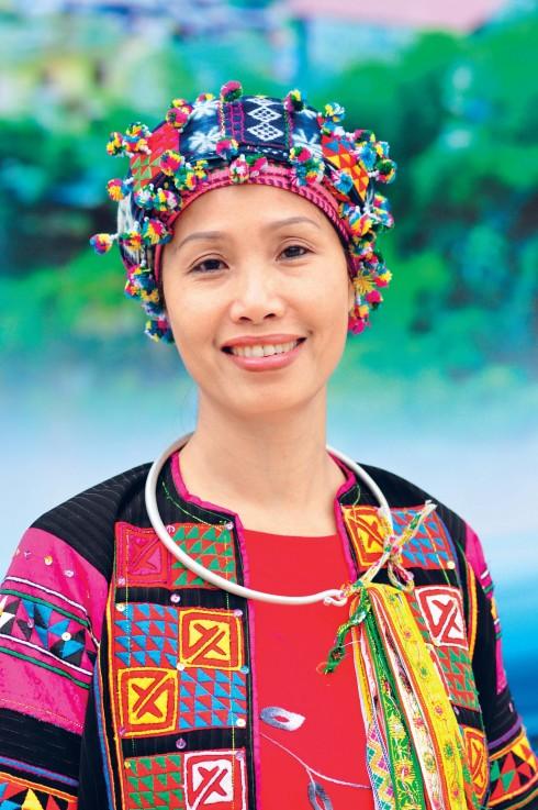 Tác giả Hồng Nga - Ủy viên Ban chấp hành HNEW