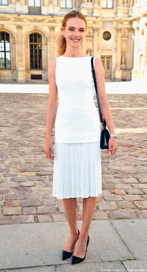 Siêu mẫu người Nga Natalia Vodianova luôn giữ phong cách đơn giản, thanh lịch và rạng ngời khi tham dự các show diễn tại Tuần lễ Thời trang Paris.