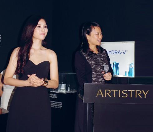 Hoa hậu Hoàn vũ Nhật Bản Keiko Tsuji tại liên hoan phim Busan.