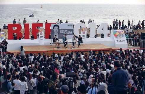 Một buổi giao lưu của các nhà làm phim Hàn Quốc với những người hâm mộ