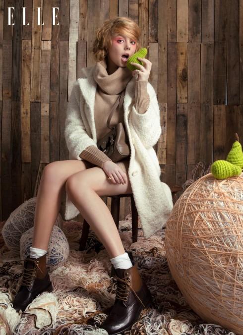 Áo len Ralph Lauren, Áo khoác Tara Jarmon (Runway, Vincom B), Giày Pedro, Nhẫn Dior, Swarovski, Túi Ralph Lauren