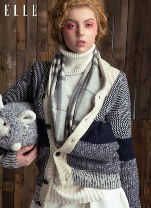 Áo len của Stylist, Áo khoác len Tommy Hilfiger, Khăn Burberry