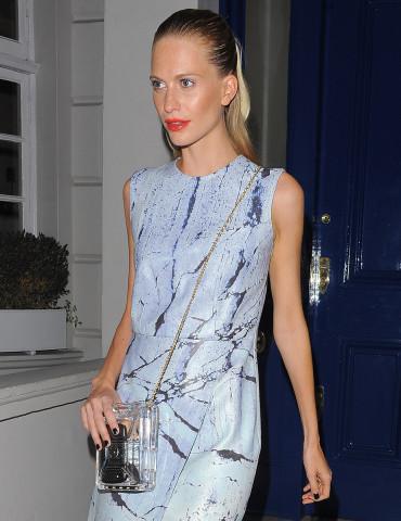 Poppy Delevingne luôn xinh đẹp mỗi lần xuất hiện tại Tuần lễ Thời trang London