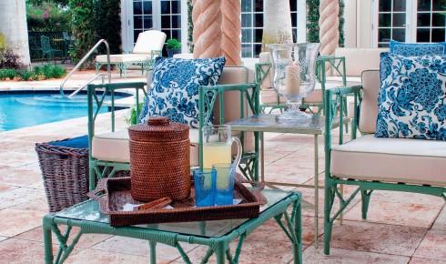 Vượt ra khỏi lãnh địa của gốm, màu men xanh được ứng dụng trên nhiều sản phẩm nội thất khác.