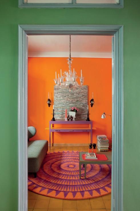Các tông màu cam, xanh, tím và vàng được sắp xếp chung để tạo nguồn cảm hứng và sự tươi vui.