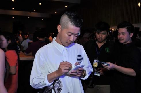 Nhà thiết kế Võ Công Khanh say mê sử dụng Samsung Note 4<br/>????????????????????????????????????