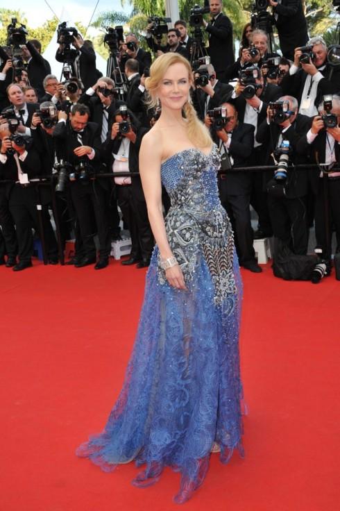 Biểu tượng thời trang thảm đỏ Nicole Kidman thanh lịch và sang trọng trong chiếc đầm xanh của Armani Privé trong buổi công chiếu bộ phim Grace of Monaco của cô tại Liên hoan phim Cannes vào tháng 5-2014.
