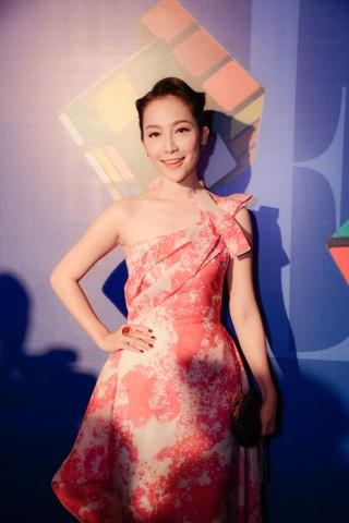 Linh Nga trong trang phục của PHUONG MY tại ELLE Fashion Show Xuân Hè 2015