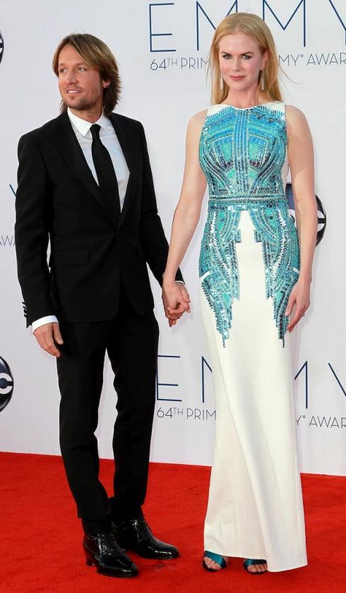 Vợ chồng Nicole Kidman - Keith Urban tình tứ trong Lễ trao giải Emmy năm 2012 - Nicole trong thiết kế của Antonio Berardi.