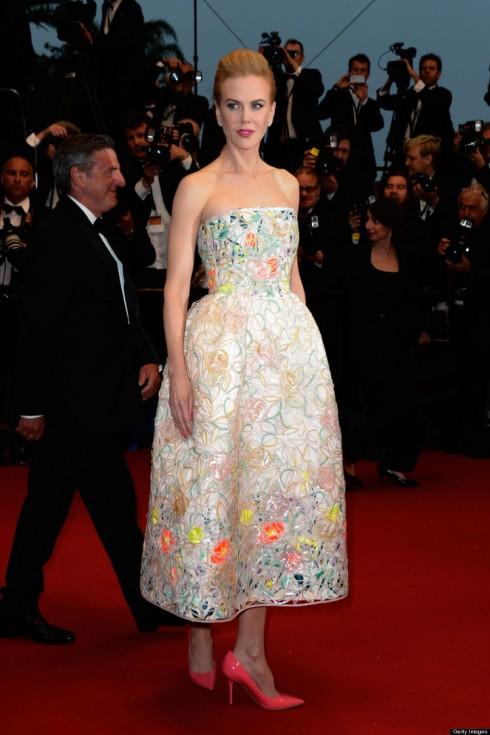 Lễ khai mạc Liên hoan phim Cannes 2013 - Nicole như hoá thân thành nàng công chúa ngọt ngào nhưng không kém phần rực rỡ, thu hút ánh nhìn với chiếc đầm hở vai thêu tinh tế của Christian Dior.