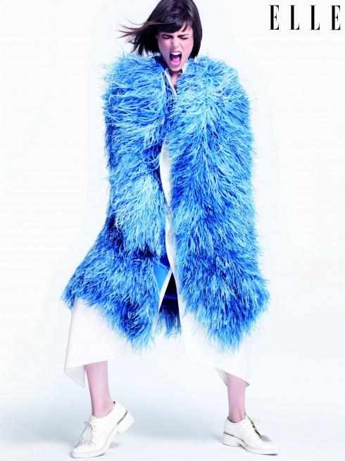 Áo khoác lông Jenny Packham, Đầm Maison Rabih Kayrouz, Giày Marni