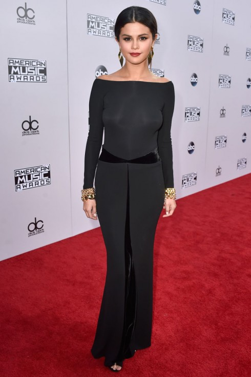 Selena Gomez trong trang phục Armani Privé
