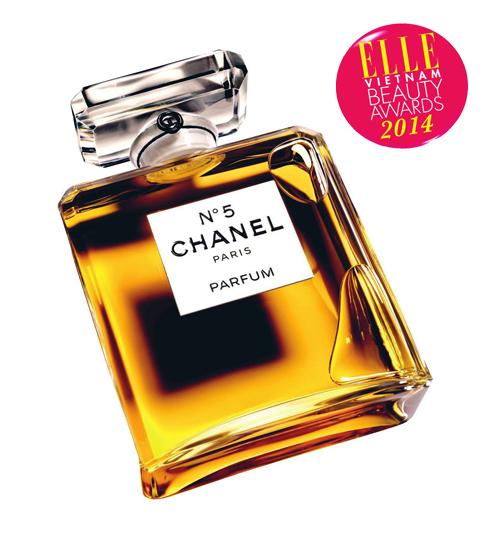 <strong>3. CHANEL N°5</strong><br> Marilyn Monroe, người phụ nữ được ham muốn nhất thế kỷ 20 đã dành sự ưu ái đặc biệt cho mùi hương tinh túy, đầy nữ tính này. Tỏa sáng, ngây thơ, phóng khoáng và đầy ma lực chính là tính cách của Chanel N°5 cũng như người phụ nữ sở hữu nó. Đó là đỉnh cao của cảm xúc, đỉnh cao của sự quyến rũ. Chanel N°5 đã được lưu vào lịch sử như hương thơm của sự nữ tính bất tử.&lt;