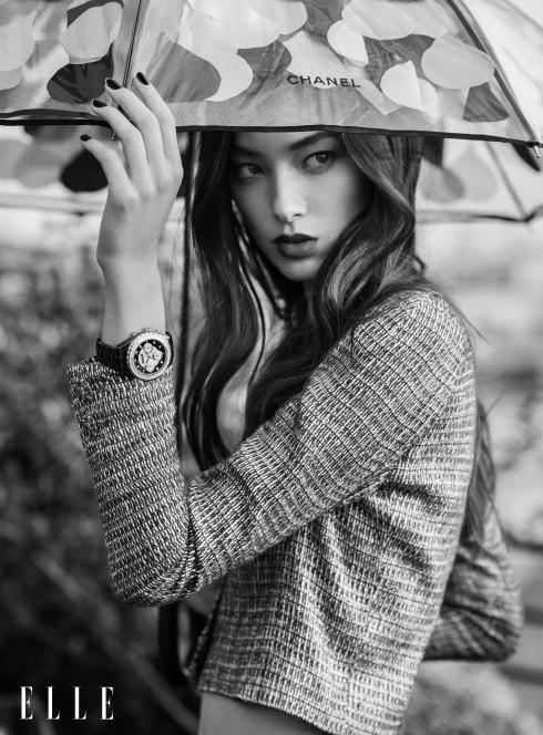 Bộ hình sử dụng trang phục và phụ kiện từ BST Cruise 2015 của Chanel, Đồng hồ J12 Chronograph bằng sứ ceramic công nghệ cao, vàng hồng 18k và kim cương, 41mm automatic Chanel Horlogerie