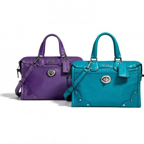 Túi Coach – Rhyder: Kiểu dáng nhỏ gọn, tiện lợi, đa chức năng. Thiết kể ấn tượng và màu sắc trẻ trung, dành tặng các cô gái yêu thích sự năng động.