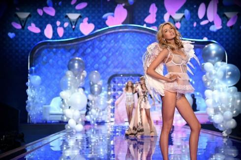 Stella Maxwell là một thiên thần mới trong show lần này