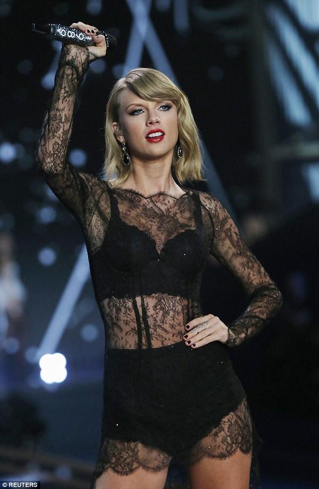 Taylor Swift trong trang ph_c ren =en g_i c_m 2
